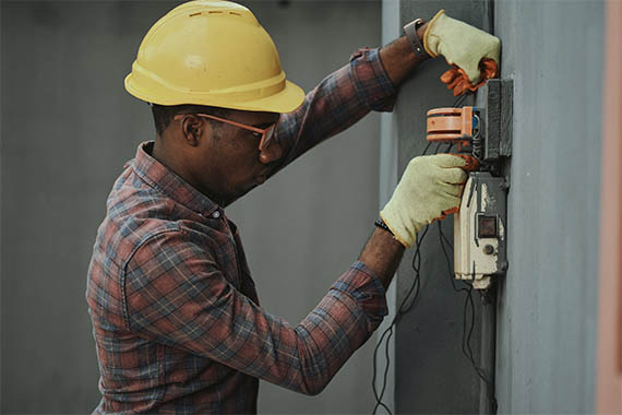 electrician wearing a yellow hat